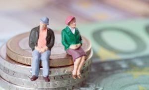 legea-care-extinde-categoriile-de-beneficiari-ai-reducerii-cu-doi-ani-a-varstei-standard-de-pensionare-s8857-300×182